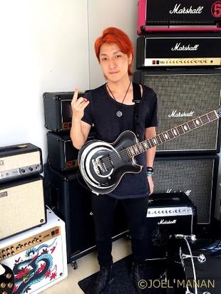 11_kazuki_guitar_player_with_crossf