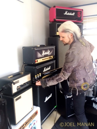 15_john_5_trying_out_gear_in_the_ca